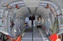Interior de la cabina de carga, configurada con asientos rebatibles en sus laterales. (Foto: Esteban Brea)