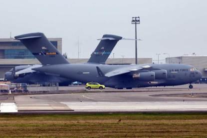 Durante su estadía en Santiago de Chile los C-17 emplearon las estaciones remotas de la plataforma de carga del Aeropuerto de Pudahuel. (Foto: Carlos Ay)