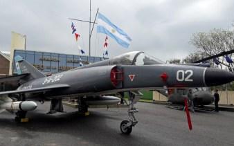 El Super Etendard 3-A-202 también expuesto en el MUAN, aun luce amenazante con un AM-39 Exocet. (Foto: Lorenzo Borri)