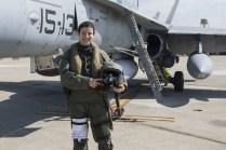 Capitán Natalia Sanjuan, quien ha estado un mes en la misión formando parte del último relevo de pilotos. Puede apreciarse que va equipada con el traje de vuelo sobre el mar (foto: José Luis Franco Laguna)