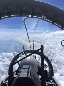 Imagen del cockpit durante el vuelo ferry (foto: FAA)