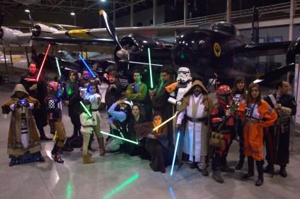 Integrantes de Nueva Orden y Rebel Legion Chile Outpost, las agrupaciones que se robaron el show con sus uniformes representativos de la saga fílmica Star Wars (foto: Carlos Ay).