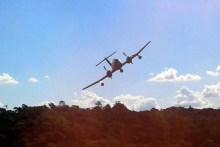 Un IA-58 Pucará de la III Brigada Aérea sobrevuela tropas de monte en el Noreste Argentino (foto: Ejército Argentino).