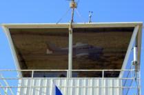 Reflejado en los ventanales de la torre de control de Curacaví, uno de los Piper Cherokees del Club Aéreo de Santiago que participó del evento (foto: Carlos Ay).