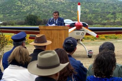 Héctor Kappes Berríos, presidente del club aéreo, se dirige a los asistentes a la ceremonia de inauguración de la nueva pista asfaltada (foto: Guillermo Sánchez/Fidaegroup).