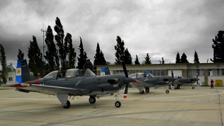 Los tres Beech T-34C de la Escuela de Aviación Naval en la línea de vuelo de la Base Aeronaval Trelew (foto: Gaceta Marinera).