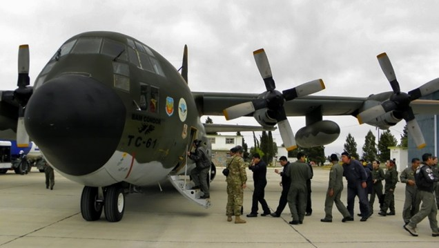 """El Lockheed C-130H TC-61 haciendo escala en la Base Aeronaval Trelew. Nótese que la máquina ha sido bautizada """"BAM Cóndor"""" en honor a una base aérea de la Guerra de Malvinas (foto: Gaceta Marinera)."""