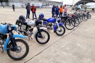 Restauradas a su condición original de fábrica por orgullosos coleccionistas cordobeses, varias de las motos marca Puma que salieron de las líneas de montaje de IAME, DINFIA e IME entre las décadas de 1950 y 1960 (foto: FAdeA).
