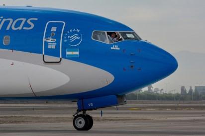 Saludos y buena onda de los pilotos del Boeing 737 MAX 8 - LV-GVD de Aerolíneas Argentinas (foto: Alexander Secul).