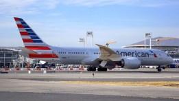 """American Airlines Boeing 787-8 N818AL transitando por rodaje """"Lima"""" en su habitual vuelo AA/AAL 945 proveniente de Dallas Fort Worth (foto: Eduardo Cancino)."""