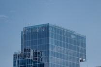 El sector donde se presentaron los Halcones está rodeada de al menos tres rascacielos dotados de helipads, como el de Corpbanca que ilustra esta imagen y se encuentra ubicado en la esquina de Presidente Riesco y Rosario Norte (foto: Carlos Ay).