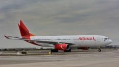 Los llamativos colores de Avianca en este Airbus A330-243 - PR-OCK que llega por la 17L (foto: Alexander Secul).