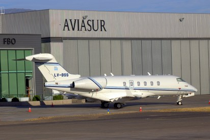 El Bombardier Challenger 300 LV-BSS supuestamente propiedad de Jorge G. Perez de la multinacional petrolera Pérez Companc (foto: Carlos Ay).