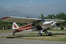 El Piper PA-18 CC-KWI (c/n 18-7541) esperando un nuevo turno de remolque (foto: Carlos Ay).
