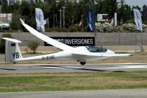 El planeador del alemán Anton Lugtenburg decolando para la primera competencia de la prueba chilena (foto: Carlos Ay).