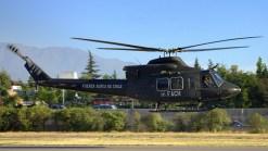 El Bell 412SP H-47 de la FACH sobrevuela la pista de Vitacura tras su partida rumbo a Pudahuel (foto: Carlos Ay).