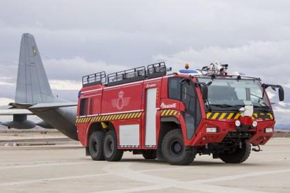 Autobomba de los Bombreos de la Base Aérea de Zaragoza (foto: José Luis Lezg)