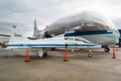La presencia de la NASA en la exhibición estática: T-38A Talon y Boeing 377 Super Guppy (foto: Javier Vera Martínez).
