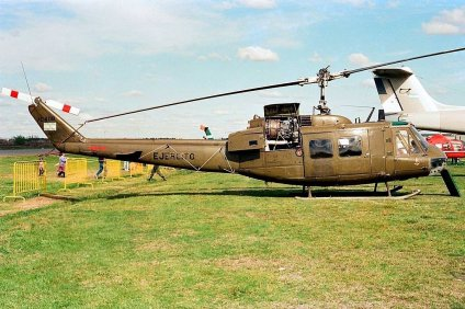 Bell UH-1H Huey AE-408 (photo: Carlos Ay).
