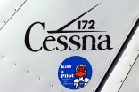 Funny flyer sticker and classic type logo on Cessna 172 CC-CIG (photo: Carlos Ay).