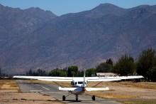 """Kilo Alfa Julliet ready to go"": Los Andes Cessna U206G CC-KAJ taxiing towards runway 23 with the impressive view of its prospective flying path (photo: Carlos Ay)."
