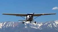 """""""Skyhawk and the Andes"""": Los Andes Air Club Cessna 172R CC-PJL (photo: Carlos Ay)."""