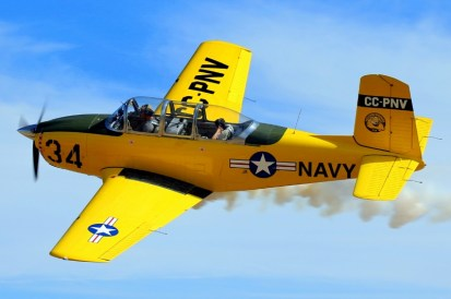 Yellow smoker Mentor: T-34 CC-PNV bids farewell by flying-by low-level over SCTS 2013 (photo: Carlos Ay).
