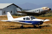 Cherokee and Dakota: PA-28-140 CC-PRX with DC-3C CC-PJN on the background (photo: Carlos Ay).