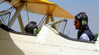 Eduardo Frugone and an incredibly young passenger on board Stearman 75 CC-KWZ (photo: Carlos Ay).