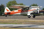 Super Cub: José Tomas García taking off on a glider tow flight with Piper PA-18 CC-KWC (photo: Carlos Ay).