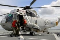 Navy ASH-3H Sea King 0796/2-H-238 embarking troop's while on the 3rd Sea Stage (III Etapa de Mar) in September (photo: Gaceta Marinera).