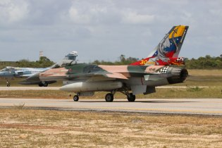 FAV F-16A taxiing (photo: Rob Nispeling)
