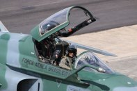 FAB F-5EM pilot waiting for a slot (photo: Rob Nispeling)