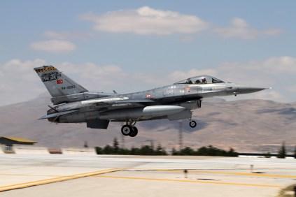 Turkish F-16 landing at Konya AFB (photo: Ronald de Roij and Peter Kooijman)
