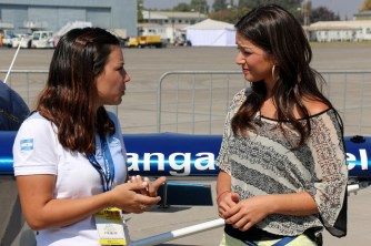 Argentine aerobatic team speaker, Lucía Martín, interviewed by Chilean TV anchor and model, Monserrat Torrent (photo: Carlos Ay).