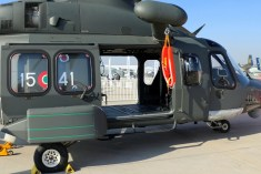 The type's broad side doors facilitate ingress and egress for passengers, troops and rescuees. Notice also the solid external hoist and rescue vest (photo: Carlos Ay).