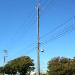 神田外語大近くの電柱に設置されたDDIポケットの基地局全景