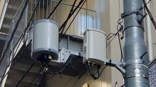 神保町にある楽天モバイル電柱基地局 (AirSpeed 1050) 右側