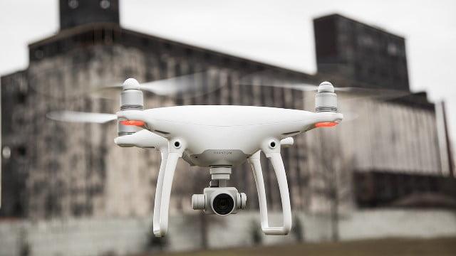 Drona DJI Phantom 4