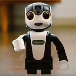 シャープ、電話ロボット「ロボホン」の分割払いを開始 月々8900円から入手可能に