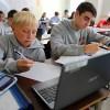 日本の「デジタル教科書」大丈夫か 授業のノートは手書き派vs.パソコン派 圧倒的に手書き派高得点