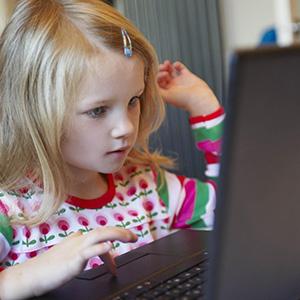 elementary-school-girl-on-computer