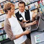 【悲報】パソコン見てるだけですぐ近寄ってくる店員怖いんやが