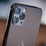 Apple「うーん、どうしてもカメラが目立っちゃてデザイン悪いなぁ…」
