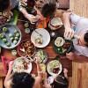 食事中にスマホ見てるってそんなに変か?