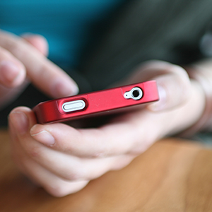 using-smartphone1