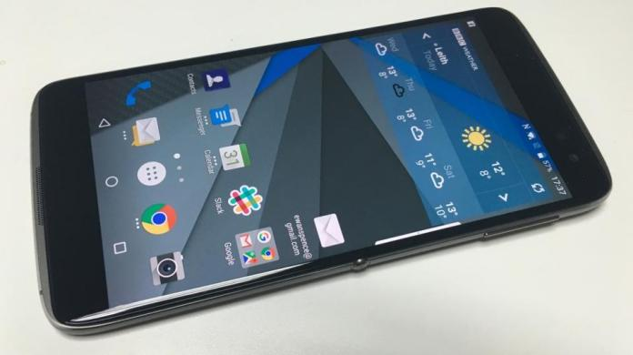Blackberry DTEK60 features a 21MP rear facing and 8MP front facing camera.