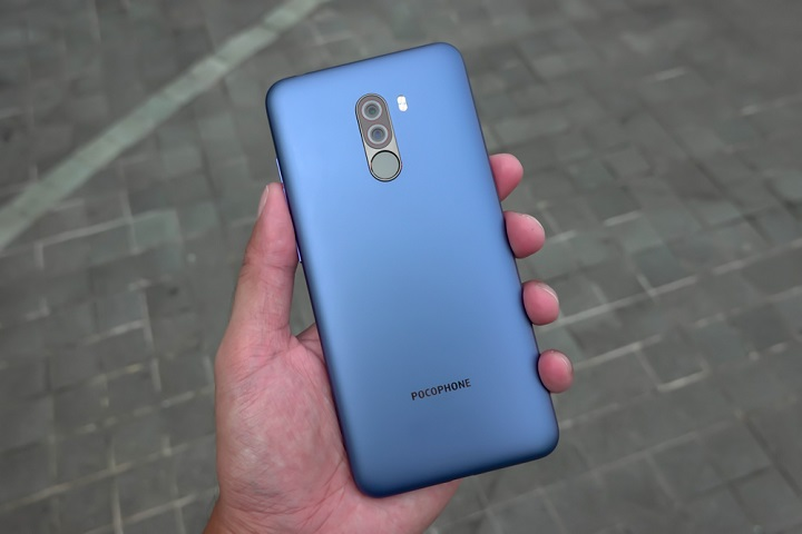 Xiaomi Pocophone F1 hands on review, back design and camera