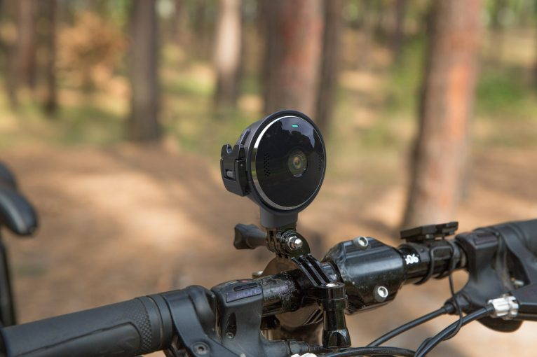 VerveCam_Black_Lifestyle_Bike-Mount