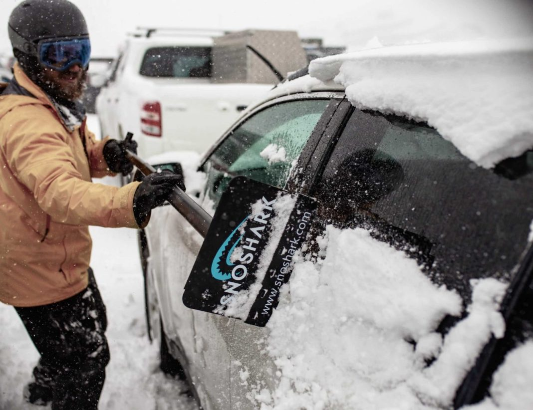 SnoShark Snow Remover Tool